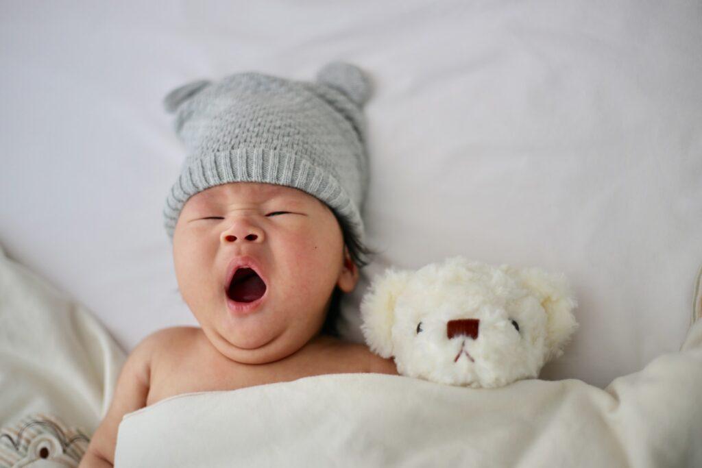adorable は赤ちゃんや動物を見て「可愛らしい」と思う感情。