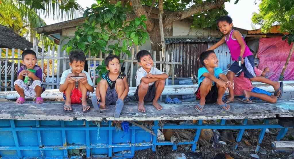 幼少期から英語に触れる機会が多いフィリピン人